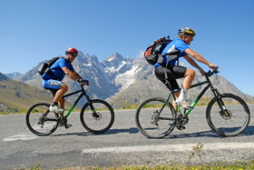 cyclisme au col du galibier-hautes alpes-France
